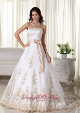 Romantic Strapless Satin Appliques Bridal Dresses