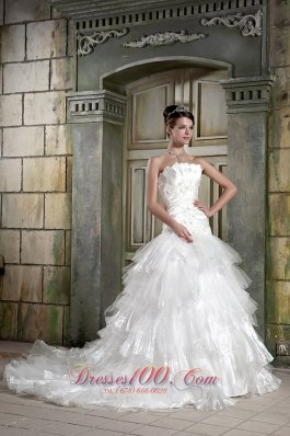 Organza Layers Strapless A-line Chapel Train Wedding Gown