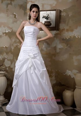 Strapless Taffeta Bridal Wedding Gown With Hand Made Flower