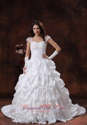 White Straps Appliques Sweetheart Neckline Wedding Gown