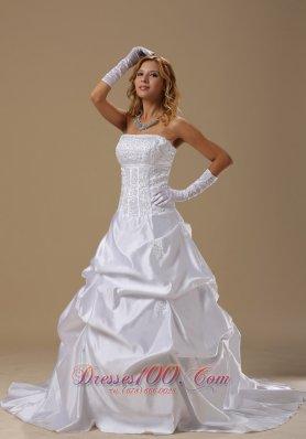 Customize Retro Wedding Dress Pick-ups around 200
