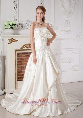 Beautiful Mass Wedding Dress A-line Layer Appliques Brooch