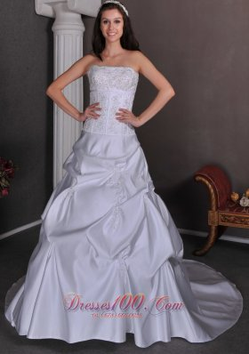 Classical Wedding Ball Gowns Strapless Taffeta Appliques