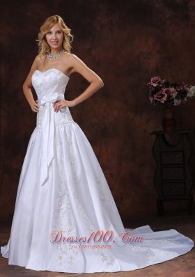 2013 Spring Bowknot Embroidery Wedding Dress Chapel Train