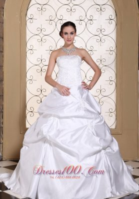 Embroidery White Pick-ups Wedding Gown Princess