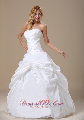 Appliques Pleated Ball Gown Wedding Dress Sweetheart