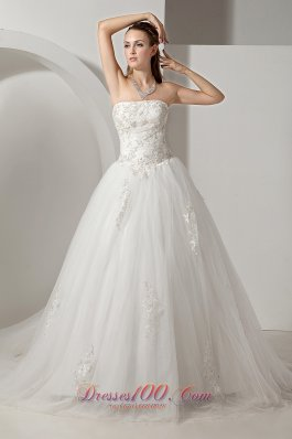 Strapless Appliques Wedding Dress With Chapel Train