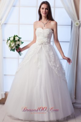 Sweetheart Hand Made Flowers Appliques Wedding Dress