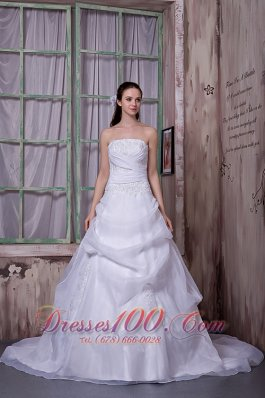 Organza Chapel Train Appliques Strapless Wedding Dress