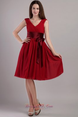 Wine Red Empire Sash Bridesmaid Dress V-neck Knee-length