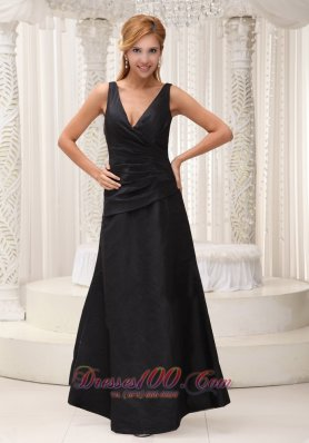 Inexpensive V-neck Black Bridesmaid Dress Designer