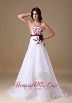 White A-line Court Organza Applique Wedding Dress