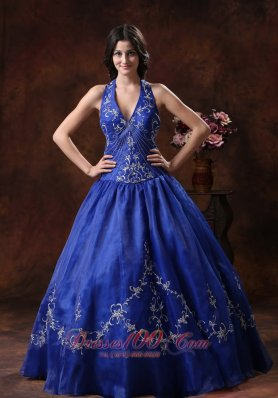 Halter Dresses for A Quince With Embroidery Decorate Organza