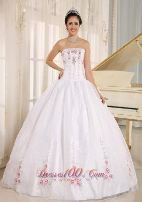 2013 White Embroidery Quinceanera Dress for Girls