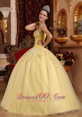 2013 Light Yellow Sweetheart Beading Quinceanera Dress