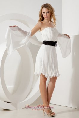 White Mini-length Pleated Homecoming Dress with Belt
