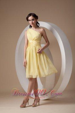 Knee-length One Shoulder Yellow Cocktail Dama Dress