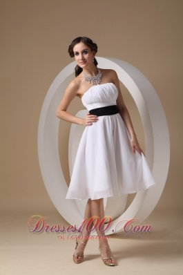 Knee-length White Sash Dama Bridesmaid Dresses
