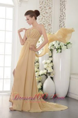 Gold Slit Appliques Ruch Brush Train Prom / Graduation Dress