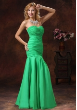 Mermaid Spring Green Ruched Prom Dress Floor-length