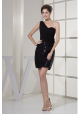 Sequined and Ruched Single Shoulder Mimin-length Prom Dress in Black