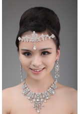 Luxurious Crown and Necklace in Rhinestone and Alloy
