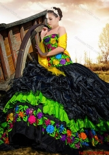 2017 Western Style Exclusive Strapless Embroideried Black Quinceanera Gown in Organza and Taffeta