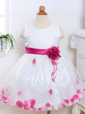 White Tulle Zipper Flower Girl Dresses for Less Sleeveless Knee Length Appliques and Hand Made Flower