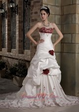 Flowy Sweetheart Taffeta Embroidery Wedding Dress