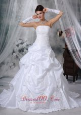 Amazing Strapless Taffeta Appliques Wedding Dress
