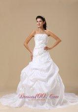 Embroidery Chapel Train Bridal Gowns Pick-ups Taffeta