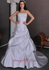 Classical Wedding Ball Gowns Strapless Taffeta Appliques