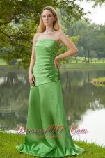 Brush Train Strapless Spring Green Bridesmaid Dress Ruch