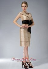 Knee-length V-neck Bowknot Champagne Mother Dress Layered