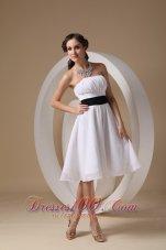 Knee-length White Sash Dama Bridesmaid Dresses