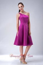 One Shoulder Fuchsia Satin Knee-length Dama Dresses