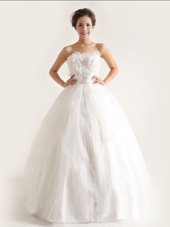 Fashionable White A-line Strapless Sleeveless Organza Floor Length Lace Up Appliques Bridal Gown