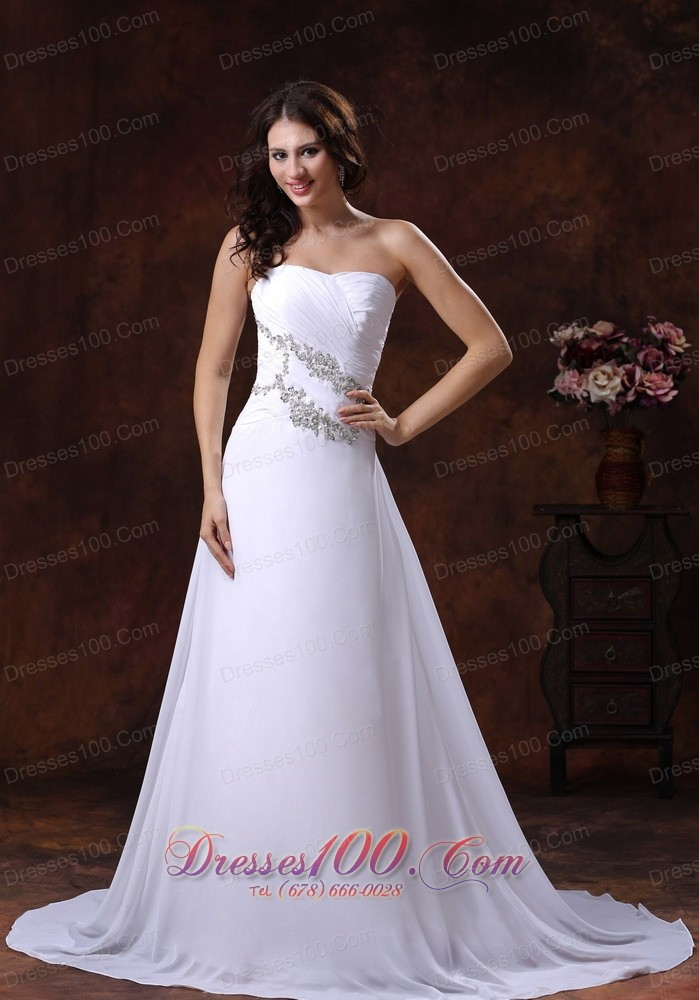 The most popular white beach bridal gowns gilding a line for Most elegant wedding dresses